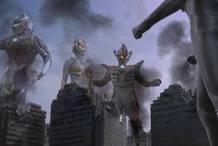 在剧场版最终圣战里,迪迦在卡蜜拉的诱使下吸收了三个黑暗巨人的力量